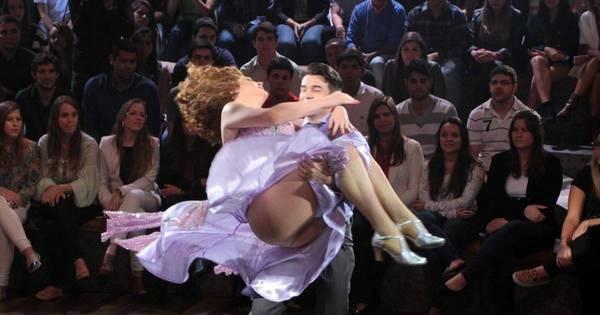 Em dança com namorado, Claudia Raia mostra tudo em gravação ...