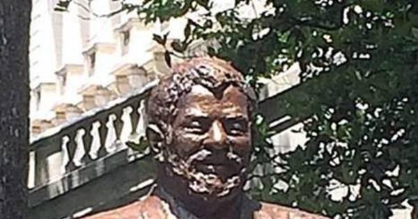 Lula ganha estátua de bronze ao lado da Casa Branca nos Estados ...