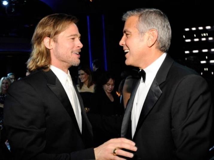 Brad Pitt e George ClooneyEles são gatos, talentosos e amigos! Clooney e Pitt arrancam suspiros de qualquer mulher. Clooney, em entrevista ao Reddit, contou que o amigo é brincalhão. Enquanto filmavam Doze Homens e Outro Segredo (2014), em Lake Como, cidade natal de George, Brad distribuiu um folheto dizendo que o amigo queria ser chamado pelo nome do personagem, Danny Ocean, e que não deveria ser olhado nos olhos. A pegadinha foi tão grandes que até chegou ao jornal local. Claro que o veterano riu bastante e perdoou Brad