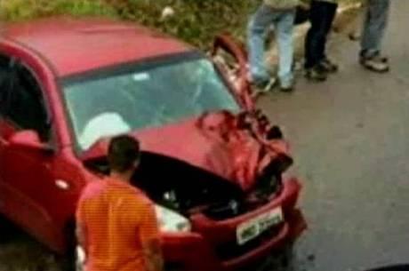 Imagem de rosto aparece em ferragem de carro batido