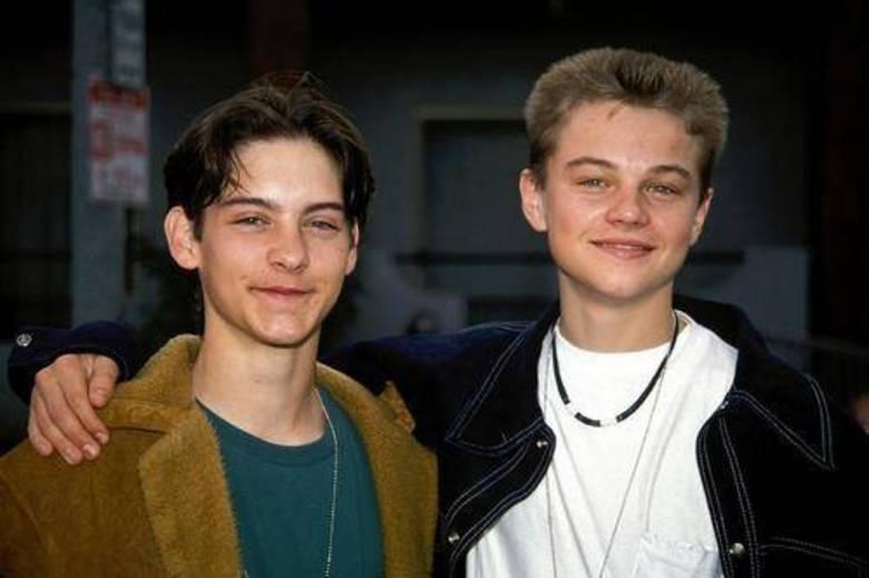 Tobey Maguire e Leonardo DiCaprioMelhores amigos há 25 anos, os atores estão sempre juntos. Eles se conheceram durante um teste e nunca mais se separaram. Apesar do companheirismo de longa data, o primeiro grande trabalho deles juntos foiO Grande Gatsby (2013)
