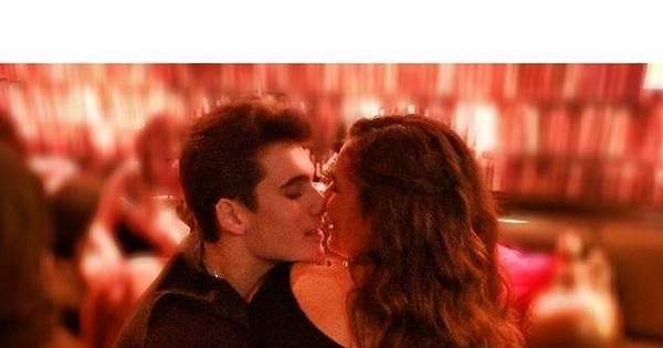 Lívian Aragão publica foto de momento íntimo com o namorado ...