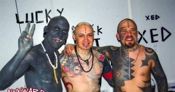 Tatuagem sem- noção! Essa gente deve tomar uns sustos ao se ...