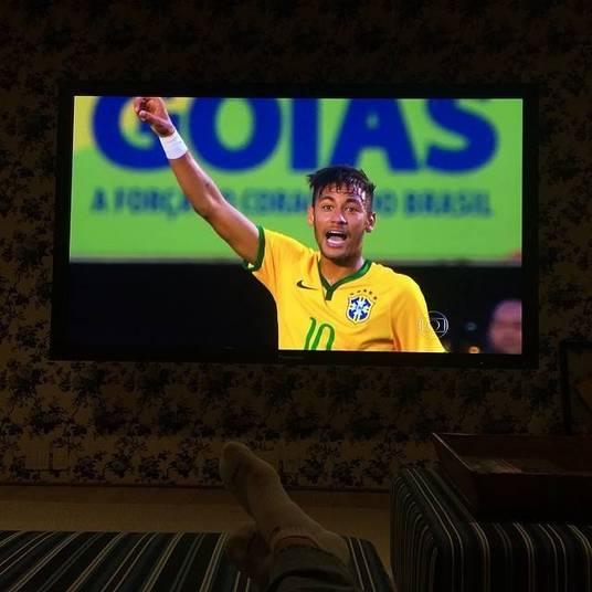 Não é preciso estar no mesmo evento que Neymar para tietar. Até de casa os famosos demonstram carinho pelo jogador. Luciano Huck fez questão de dar sua opinião sobre o jogo amistoso entre Brasil e Panamá na tarde desta segunda-feira (3). — Gostei muito da#seleção. Jogou muito bem. Que venha a #copa