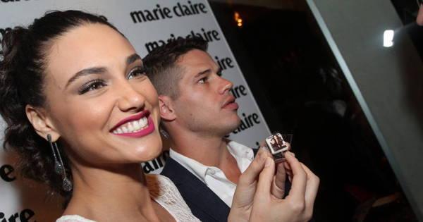 Ao lado de Débora Nascimento, José Loreto faz pose e revela ...
