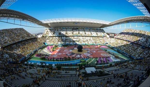 Tem início a abertura da Copa do Mundo no Brasil