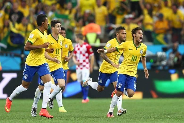 O gol de Neymar estava amadurecendo. Com um chute de fora da área, o camisa 10 empatou o jogo para a seleção brasileira