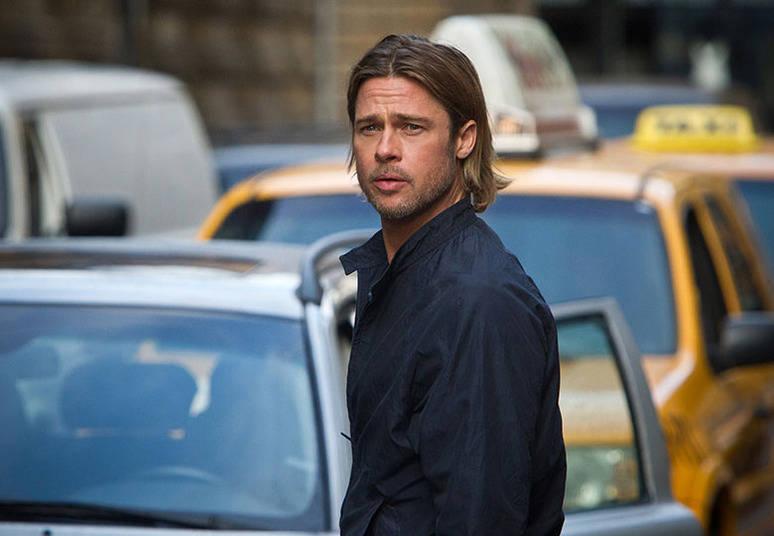 No primeiro emprego de Brad Pitt, ele tinha que se vestir de frango para atrair clientes para a loja de frango frito, El Polo Loco