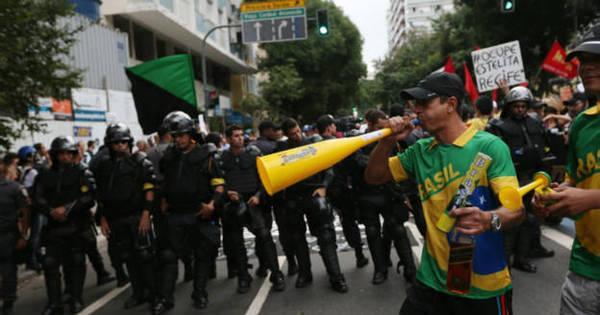 Conter protestos sem inflamá-los é desafio para Brasil, diz NYT ...