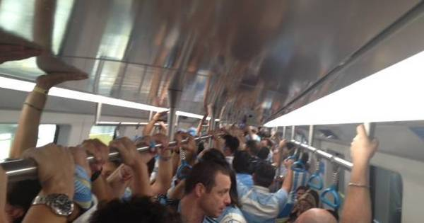A caminho do Maracanã, argentinos idolatram Maradona e cantam ...