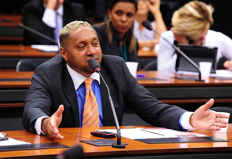 O deputado federal Francisco Everardo Oliveira Silva, mais conhecido como Tiririca (PR-SP), também tem uma antiguidade na garagem. O patrimônio total dele é de R$ 531,9 mil