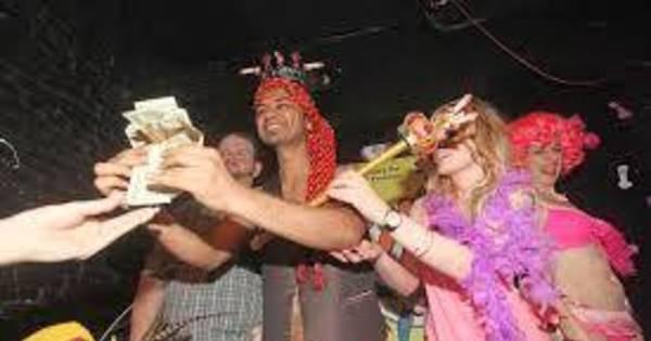 Indiano fatura troféu que ninguém queria ganhar - Fotos - R7 Hora 7