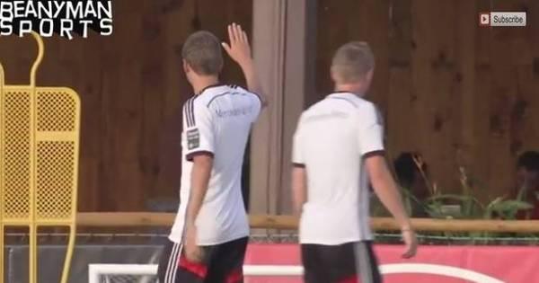 Ops! Atacante da Alemanha erra o alvo e acerta bolada na cara de ...