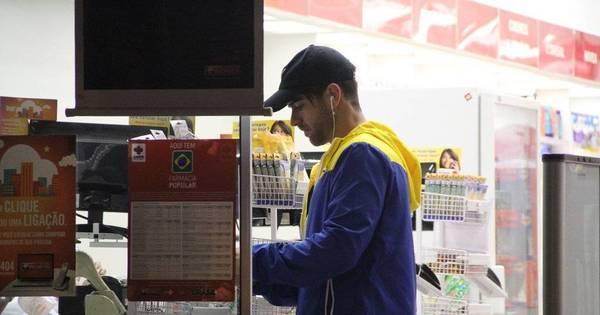 Marcos Pitombo é visto em farmácia no Rio de Janeiro - Fotos - R7 ...