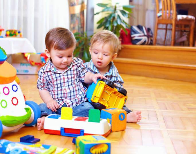 Brinquedos   Evite comprar para a criança brinquedos com botões, olhos ou enchimentos que possam ser removíveis facilmente
