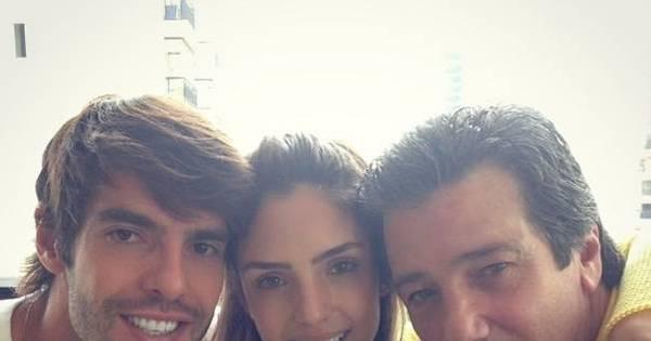 """Carol Celico mostra foto ao lado de Kaká e do pai: """"Meu amor e ..."""