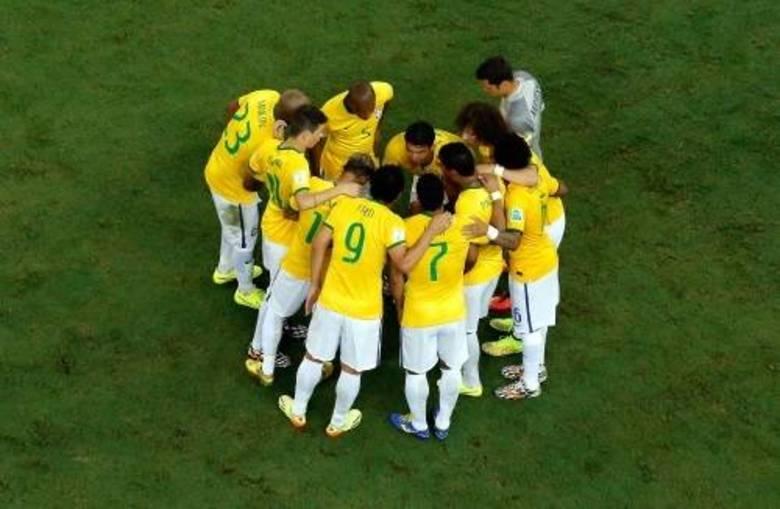 A seleção brasileira enfrentou a Colômbia no Castelão e venceu o duelo pelo placar de 2 a 1, com direto a golaço do zagueiro David Luiz. Agora o Brasil avança para as semis e vai enfrentar a poderosa Alemanha