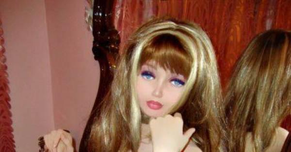 Esforço sobre-humano! Russa tenta imitar a Barbie, e sai bem mal ...