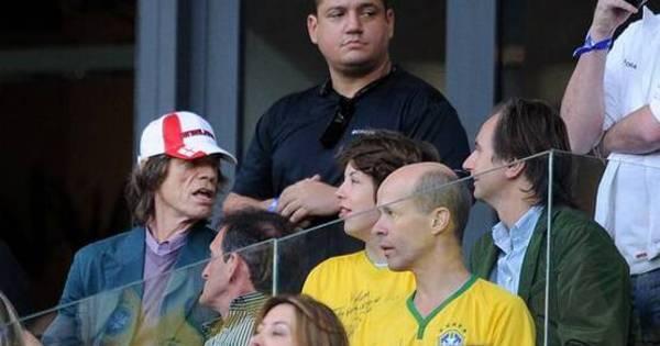 Pé frio, Mick Jagger tira onda após derrota do Brasil - Futebol - R7 ...