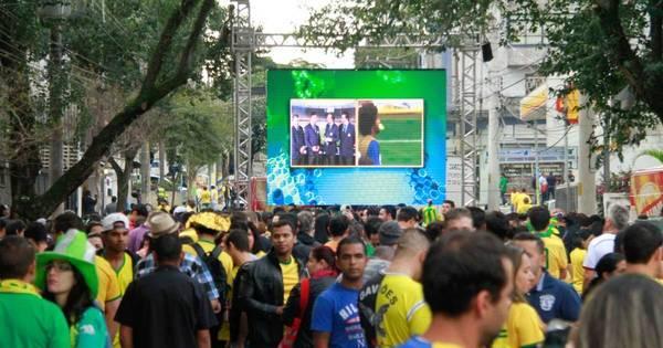 Derrota do Brasil tira o brilho, mas não acaba com festa em SP ...