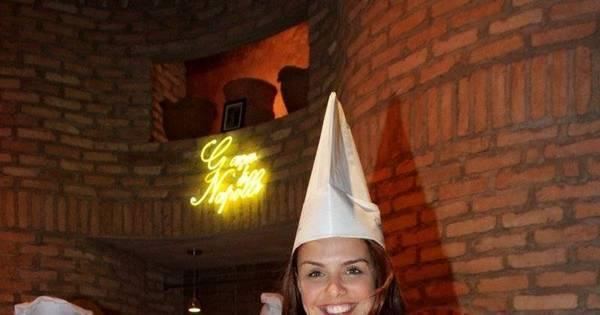 Paloma Bernardi põe a mão na massa e faz pizza no aniversário do ...