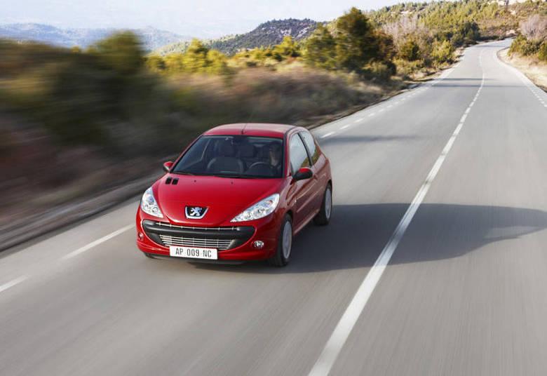 Além de um apartamento financiado, o único carro de Sula é um Peugeot 206 (parecido com o da foto), ano 2005, também financiado