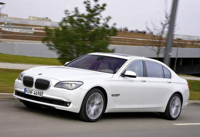 Garnero também gosta de carros. Ele tem um BMW 760, de R$ 334,2 mil (parecido com o da foto); um Range Rover de R$ 192.520,70; um Fiat Doblô de R$ 70.574,64; e uma Land Rover Vogue avaliada em R$ 377.213,47