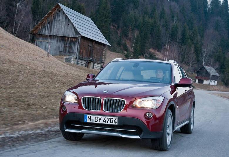 Giovane informou ter um Mercedes-Benz, ano 2008, avaliado em R$ 250 mil e uma BMW X1 (foto), ano 2011, avaliada em R$ 100 mil