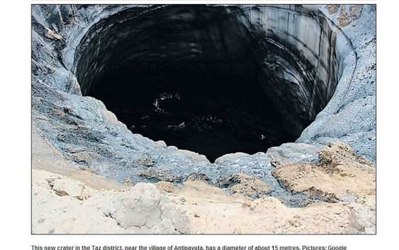 A segunda cratera também está no 'fim do mundo' da Sibéria. O enorme buraco está a apenas algumas centenas de quilômetros da primeira, no bairro de Taz. A formação está próximo à vila de Antipayuta e seu diâmetro é de cerca de 15 metros
