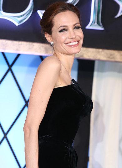 Angelina Jolie ficou nua em Roubando Vidas, Confissões de Uma Gangue de Garotas, Alto Controle e Pecado Original