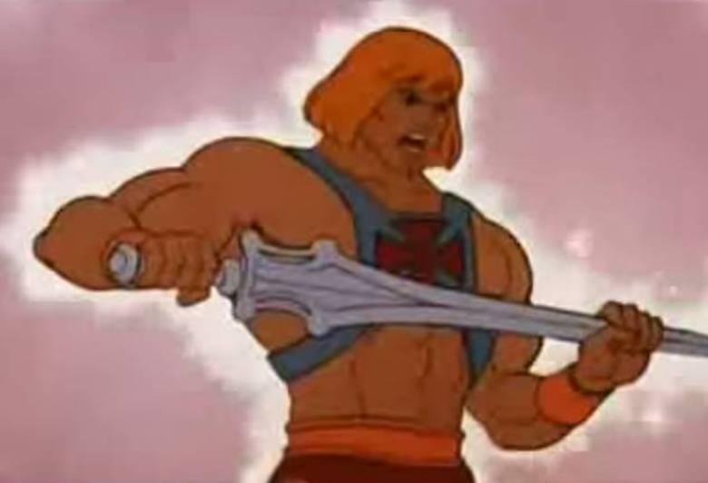 """A frase """"Pelos poderes de Grayskull """" entoada por He-Man nunca mais vai sair do imaginário das crianças dos anos 1980/90. O desenho mistura o mundo medieval, mágica e mitologia. He-Man vive no planeta medieval Eternia cheio de seres mágicos. A missão do protagonista era salvar o planeta, comandado pelo rei Randor, das armadilhas do vilão Esqueleto que tenta dominar o castelo de Grayskull."""