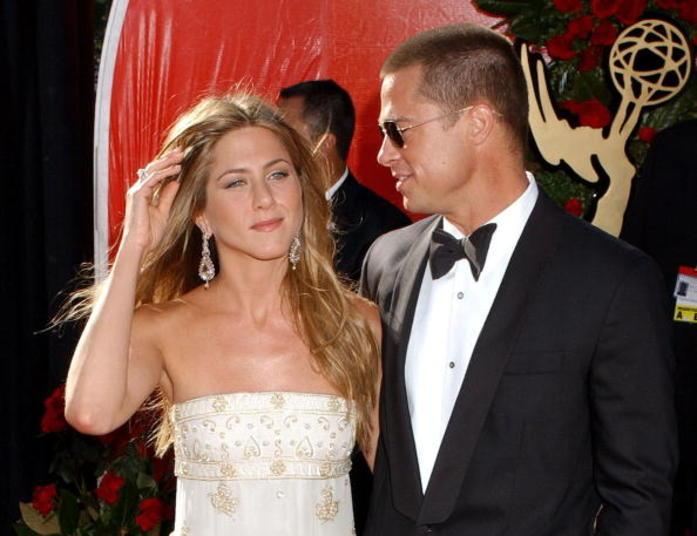 """Jennifer Aniston diz que superou traição de Brad Pitt: """"Somos todos ...: entretenimento.r7.com/famosos-e-tv/fotos/jennifer-aniston-diz-que..."""
