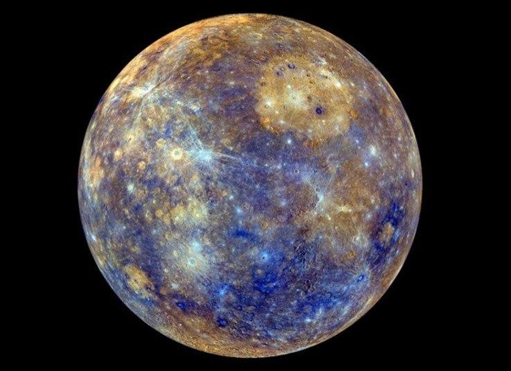 Em seguida ele cita Mercúrio, o primeiro planeta do nosso sistema. A parte do planeta virada para o Sol é quente demais para a vida, mas a face voltada para o lado oposto possui um clima ameno. Se você ficasse na transição entre os dois lados, seria possível sobreviver enquanto pudesse segurar a sua respiração, ou seja, menos de dois minutos