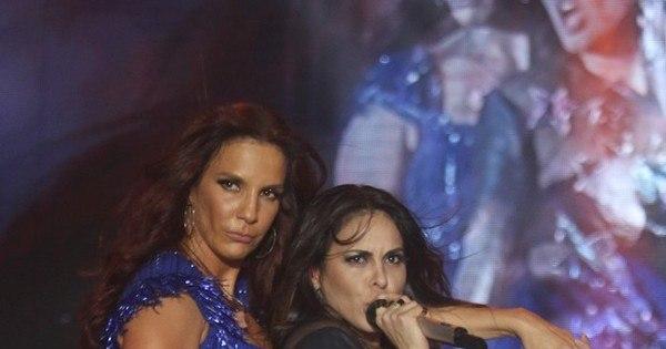 Quanta saúde! Ivete Sangalo sensualiza no palco com Alline Rosa ...
