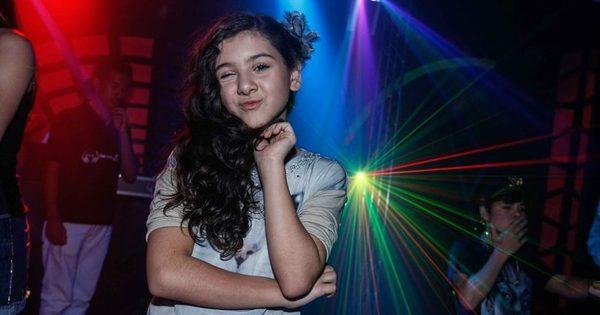 Com apenas 11 anos, atriz mirim ganha festa ostentação e