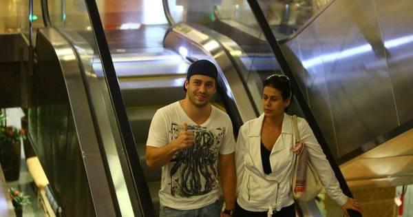 Recém-casado, Rodrigo Andrade é só alegria ao lado da mulher ...