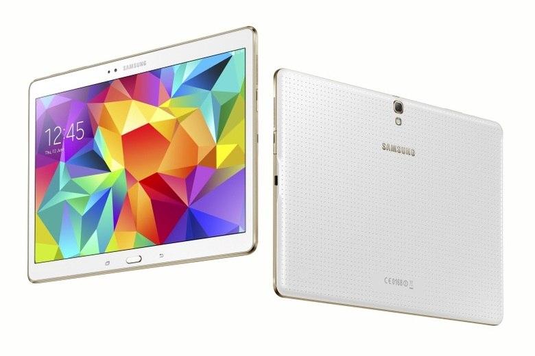 Como os pixels têm luz própria, o contraste de 100.000:1 é 100 vezes maior que o de uma tela LCD padrão, que resulta em imagens mais nítidas e profundas, de acordo com a Samsung