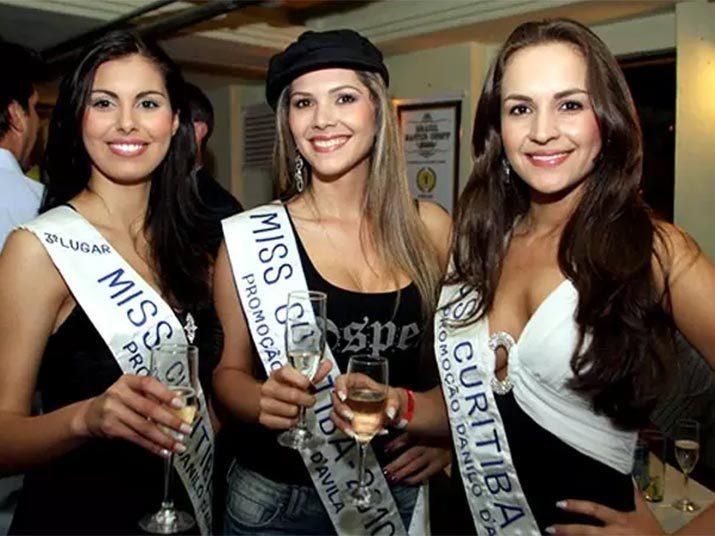 Suzimara Steff, segunda colocada no concurso de Miss Curitiba 2010, que namorava e ajudava o maior traficante de drogas do Paraná, preso com ela, durante operação da PF, confirmou em depoimento que a relação com o rapaz foi mais do que um romance.Veja na reportagem!