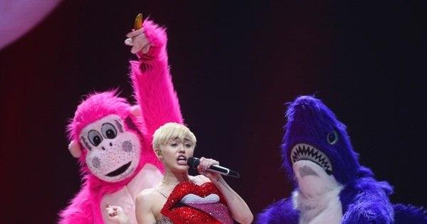 Palavrões, sexo e drogas! Miley Cyrus tem deixado pais de ...