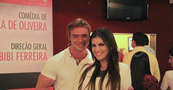 Thor Batista curte teatro com a namorada - Fotos - R7 Jovem