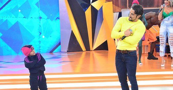 Marcos Mion recebe estrela internacional, se empolga e exibe o ...