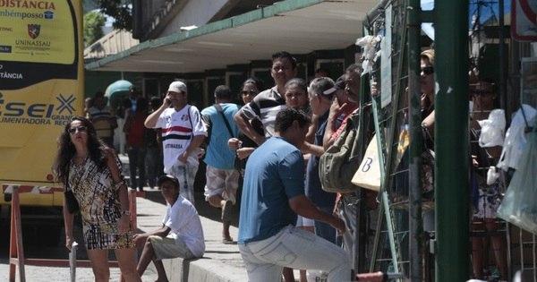 Greve de motoristas e cobradores deixa Recife sem transporte ...