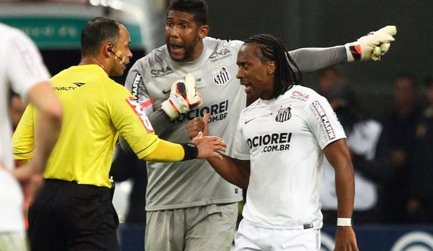 Aranha é mais uma vítima de ofensas racistas no mundo do esporte. Relembre!