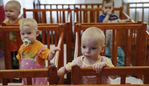 Crianças são transferidas de orfanatos no leste da Ucrânia devido aos combates