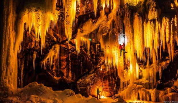 Fotógrafo ilumina cascatas dramáticas de gelo na Noruega