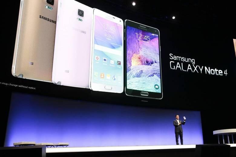 No mesmo evento, a empresa sul-coreana também lançou outros dispositivos eletrônicos: o Galaxy Note 4, com display de 5.7 polegadas com resolução Full HD, câmera com sensor de 13 MP e 3GB de memória RAM, uma S Pen com mais recursos e mais precisa, e o Gear S, smartwatch que pode funcionar a parte do smartphone
