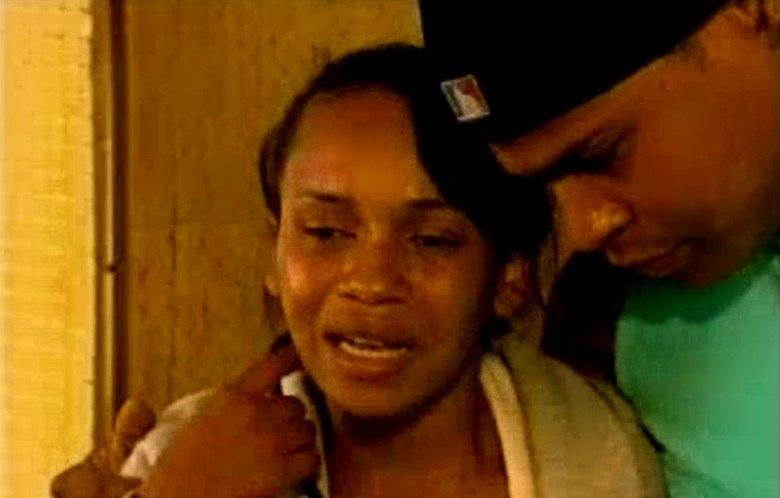 De acordo com a mãe, o garoto já tinha sido agredido pelo pai há dois  meses. Na época, o homem disse que ele tinha caído da cama.— Ele chegou lá em casa com o pescoço todo marcado