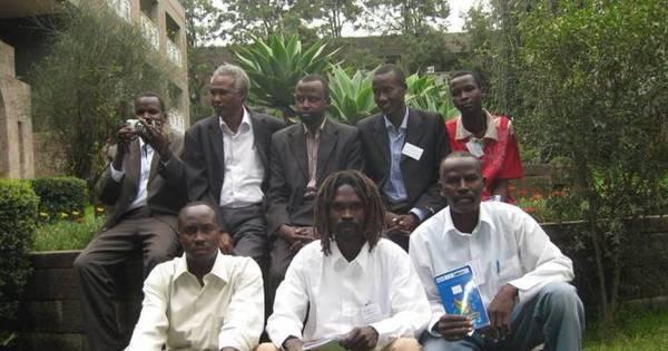 """""""Um país esquecido pelo mundo"""": sudaneses e estrangeiros ..."""