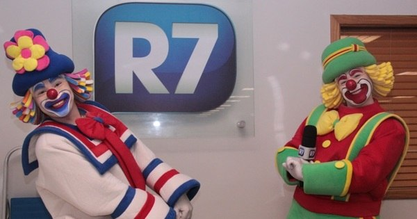 Patati Patatá invadem a redação do R7 para tentar participar de A ...
