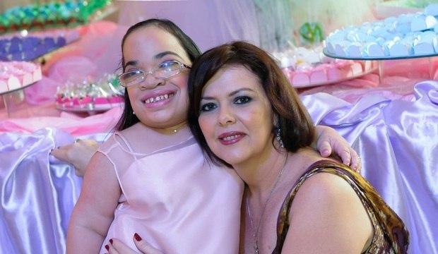 """Mães não desistem de filhas com doença rara: """"É uma luta que vale a pena"""""""